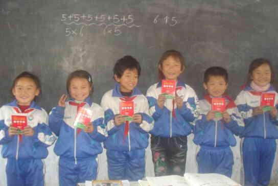 爱灌花开 竞技世界向5万名小学生捐赠字典